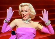 Marilyn_Monroe_in_Gentlemen_Prefer_Blondes_trailer