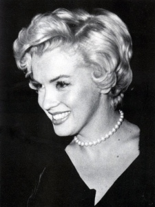 pearls-marilyn-monroe